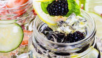 Zomerse verfrissende drankjes uit eigen tuin