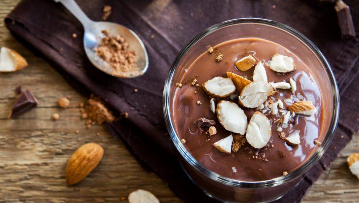 Recept chocomousse met gesuikerde amandelen